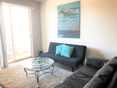 Fully Furnished Apartments near CSUN