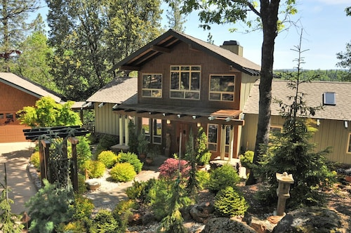 Great Place to stay Open Design Living Elegant, Light Filled & Spacious House Long Term Rental near Grass Valley