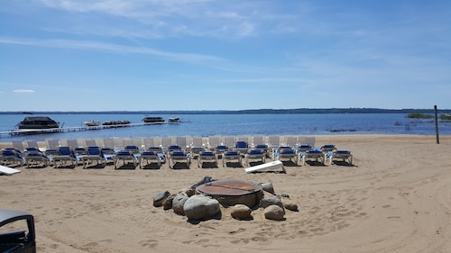 **low Offseason Rates**traverse City Beach Getaway
