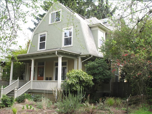 Great Place to stay Elegant & Affordable, Portland Home, Pet Friendly near Portland