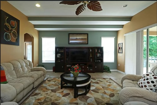 Beautiful 5br 4bath, sleeps 14: Wekiva Springs, Disney, Universal & Antiques.