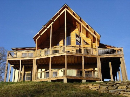 Gorgeous Views, Large Hot Tub, Firepit, 10 Mins From Boone!