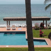 Beachfront on a Budget! ~ Condo Sereno ~ Lowest Beachfront Rate!