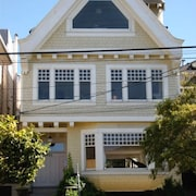 Premier Victorian 4 bdr Home With G.G Bridge View, Close to Beaches and G.G Park
