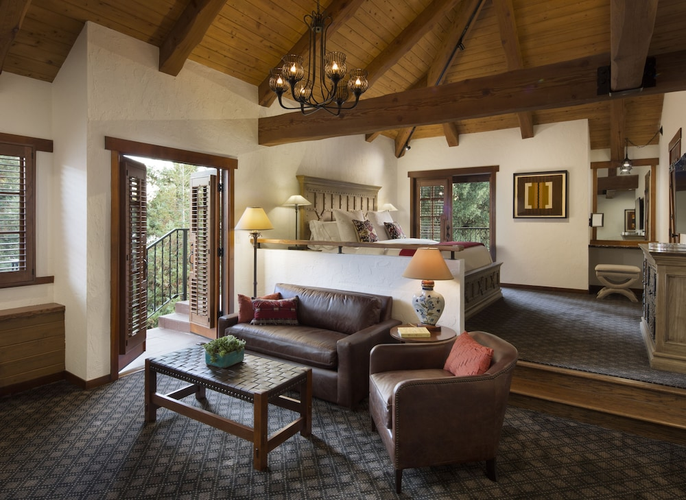 Living Area, Rancho Caymus Inn
