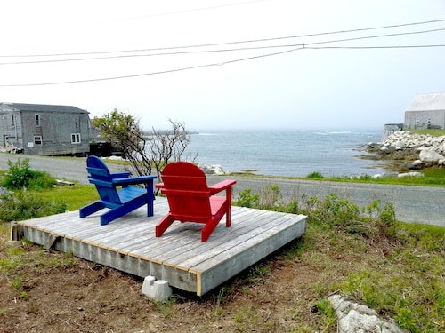 Oceanside Cottage, Spectacular Sunsets, Near Peggy's Cove