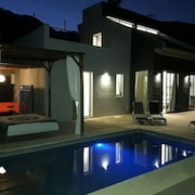 Luxury Villa, Private Heated Pool, Tennis Court, BQ, Wifi, Private CAR Parking