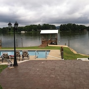 Coosa River Guest Apt. With Boat Launch, Pier And Boathouse