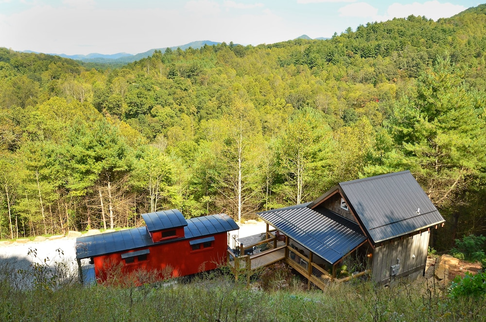 Hotels Near Cataloochee Valley