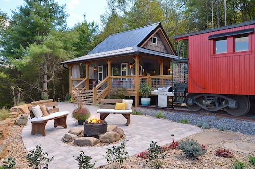 Upscale 1926 C&O Train Caboose Tiny House Minutes to Waynesville & Asheville