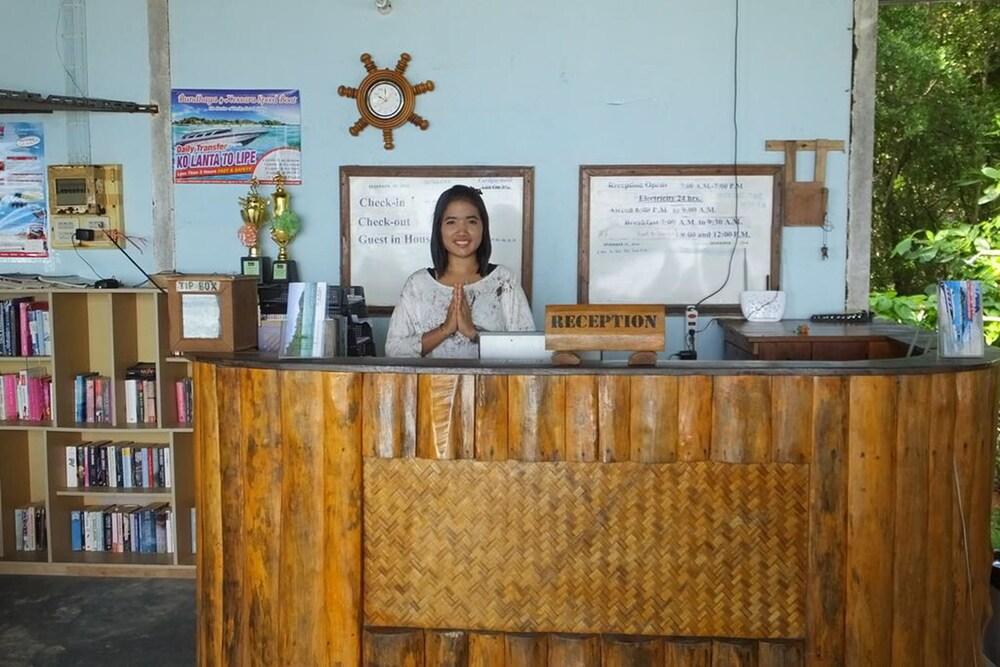 Kradan Beach Resort Ko 2018 Reviews Hotel Booking Expedia My