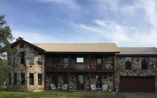 Great Place to stay Spacious Wine Country Home! near Johnson City