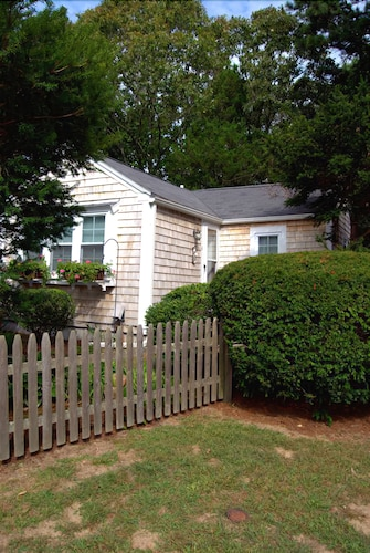 Ultra Cute, pet Friendly & Clean Rental Cottage--walk to Beach!