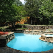 Pool, Soaker Tub, Pond, 10 Acres. Price Includes Main Residence & Pool Cottage