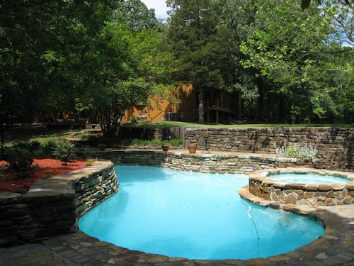 Rustic 4 Level Split Home ON 10 Wooded Acres : Pool / Hot-tub / Pond - 26guests