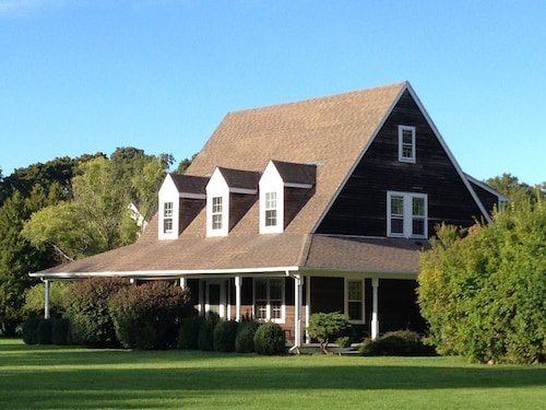 Bridgehampton Recently Renovated Close to Everything