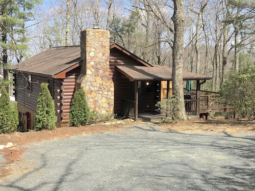 Beautiful Blowing Rock Log Cabin With Spectacular Long Range View