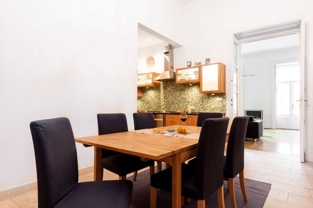 In-Room Dining, Budapestay Apartments