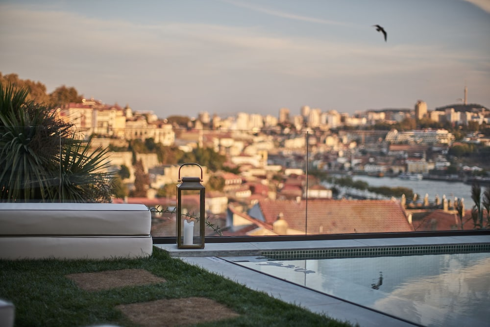 Rooftop Pool, Torel AvantGarde