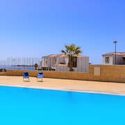 Apartment Poris with Sea View and Pool