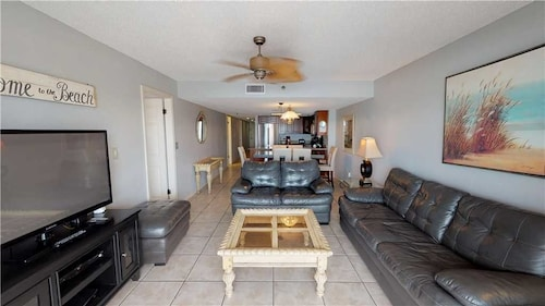 #108 Beach Place s - 3 Br home by RedAwning