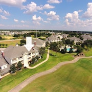 Heritage Crossing Living - Great Low Price, Golf Views, Close to Pool, Resort Membership for Golf and Water Park Access - 3 Br condo by RedAwning
