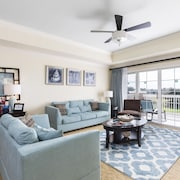 Sunset View Delight - 3 Br condo by RedAwning