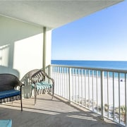 Tradewinds 503 - 1 Br condo by RedAwning