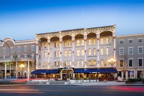 Hotels near Canfield Casino, Saratoga Springs: Find Cheap $59 Hotel