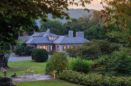 Check Expedia for Availability of Glen Gordon Manor