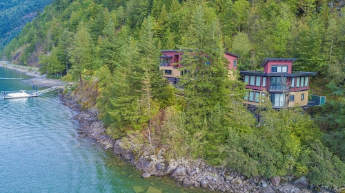 The Lodge on Harrison Lake
