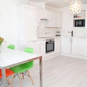 Apartment 784 m From the Center of Glasgow With Washing Machine