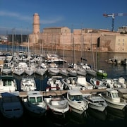 City Side, sea Side. Charming Apartment in an Apartment Complex of Marseille