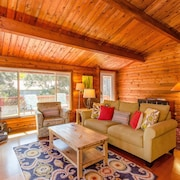 Luxury Cabin on Golf Course - 5 min to Nat'l Park, Hot Tub, Fireplace