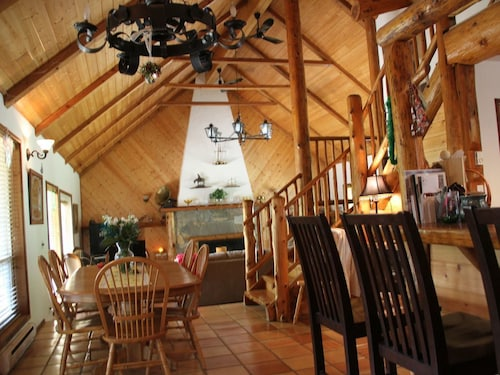 Check Expedia for Availability of Sheila's Cottage - Lodge Style Home on Gabriola Island