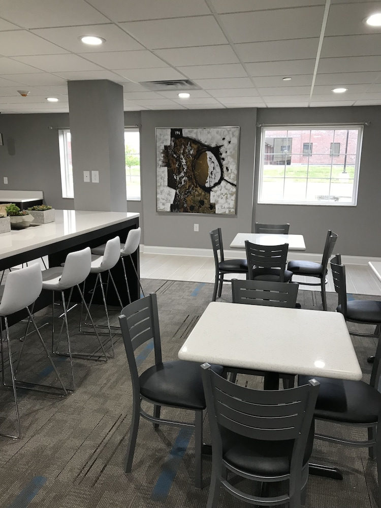 Breakfast Area, Home Inn and Suites
