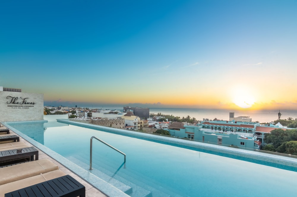 Outdoor Pool, The Fives Downtown Hotel & Residences, Curio Collection by Hilton