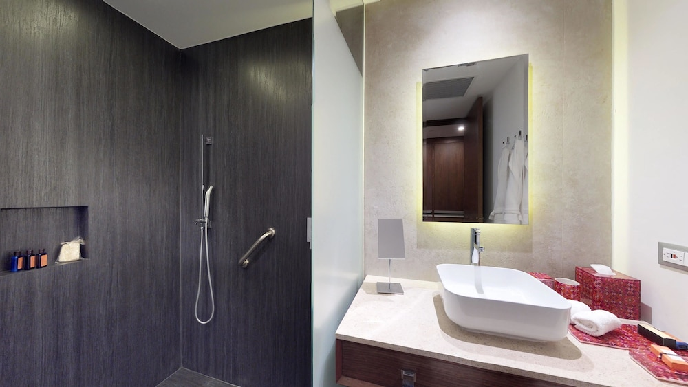 Bathroom, The Fives Downtown Hotel & Residences, Curio Collection by Hilton