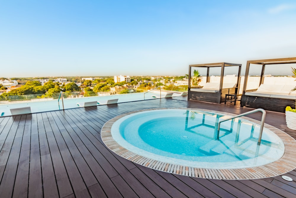Rooftop Pool, The Fives Downtown Hotel & Residences, Curio Collection by Hilton