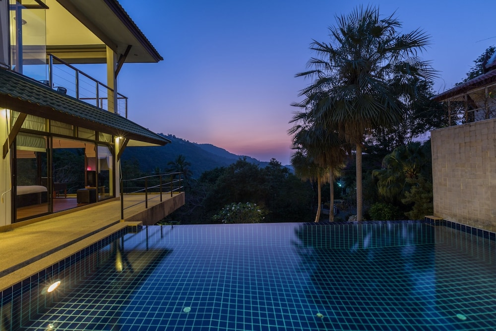 Stunning Luxury 3 Bedroom Villa With Ocean Views And Private