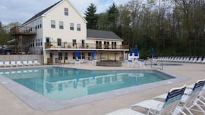 Outdoor pool, a heated pool