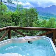 Nancy er Treetop Mountain Vista ~ Romantisk ~ Hot Tub ~ Cool Turer ~ Fantastisk Utsikt!