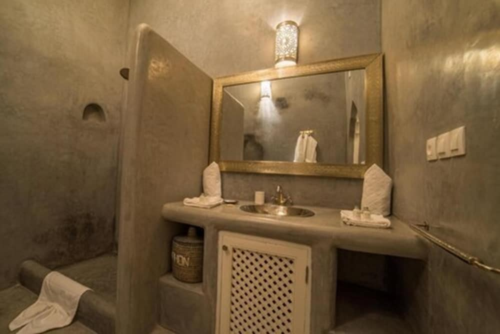 Bathroom, Riad Palais Blanc