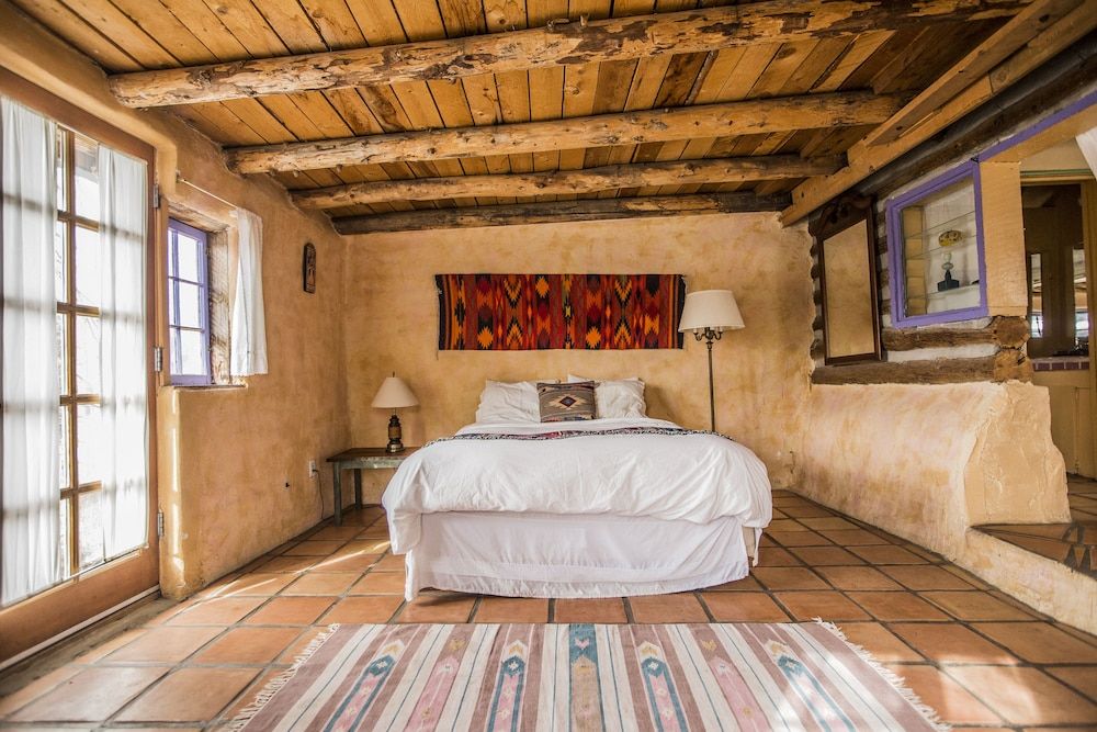 Room, Taos Goji Farm & Eco-Lodge Retreat