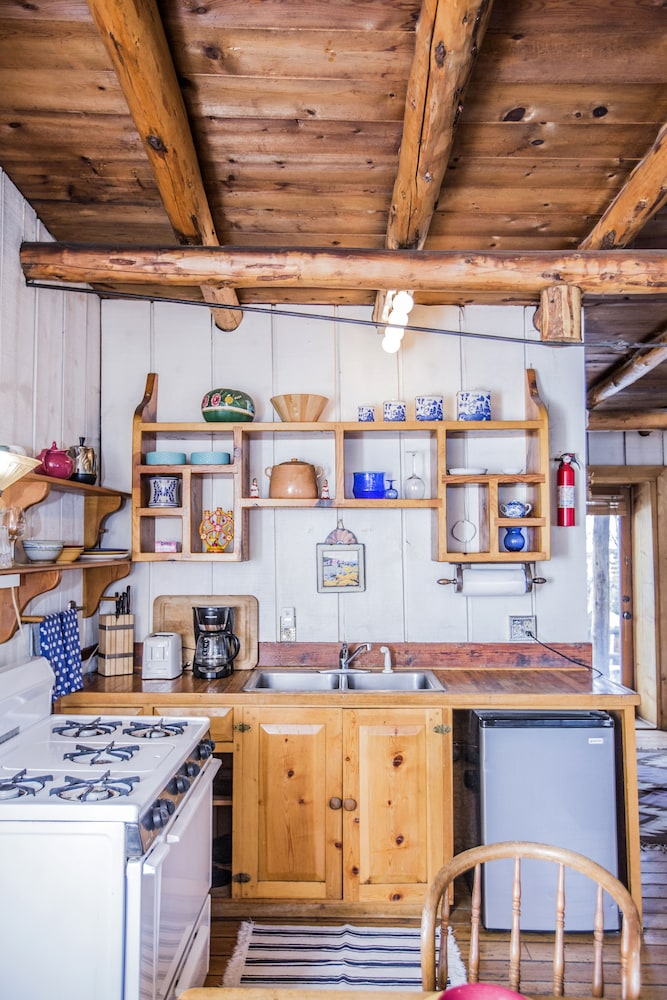 Private Kitchen, Taos Goji Farm & Eco-Lodge Retreat