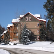 3 bed 3 Bath Condo in Alpine Resort Centre, Close to Main Quad and Golf Course