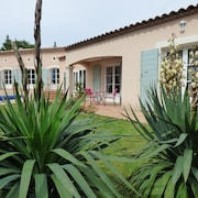 Guest Rooms With Swimming Pool Close TO Uzes