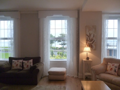 Ashore Terrace a Lovely Period Property With sea Views-15 Mins From Belfast-wifi