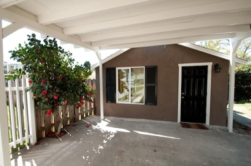 Great Place to stay Quiet and Simple Studio Home in Great Location near Redding