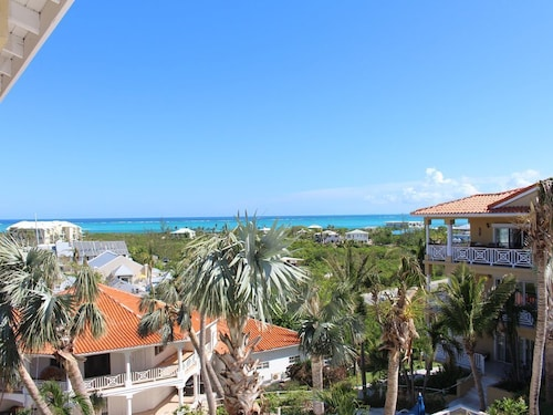 Ocean View Fully Furnished 1 Bedroom Condominium!